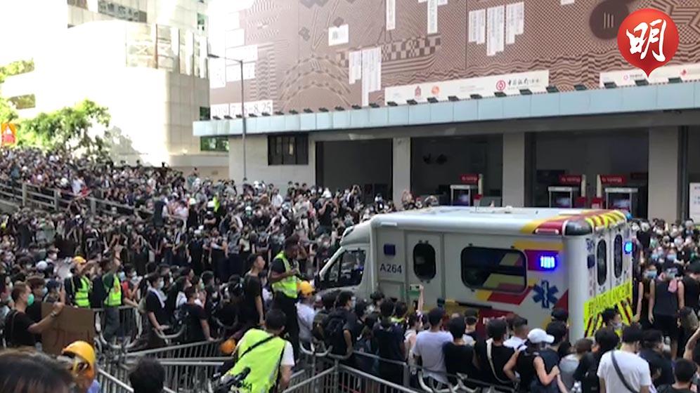 示威者讓路予救護車(何郁慧拍攝、黃廷希剪接)