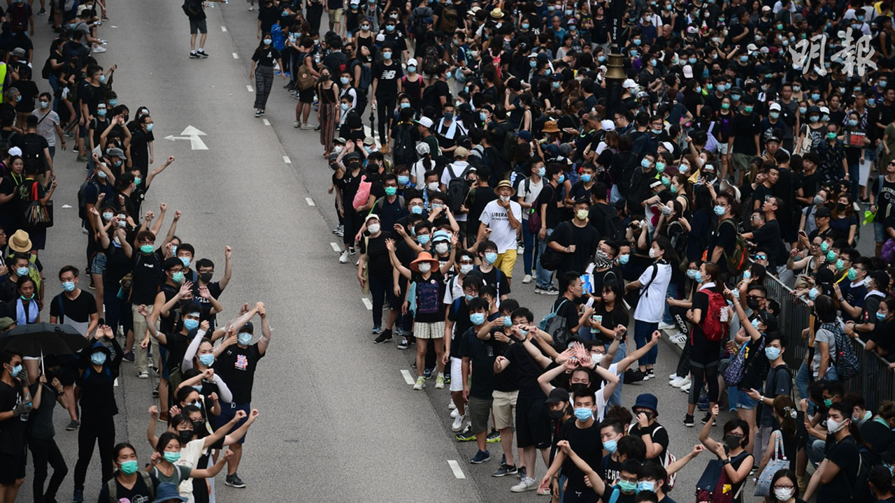 【沙田遊行】示威者人鏈傳物資