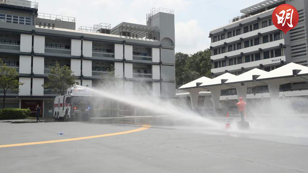 警方示範水炮車(拍攝:何郁慧、剪接:陳翠美)