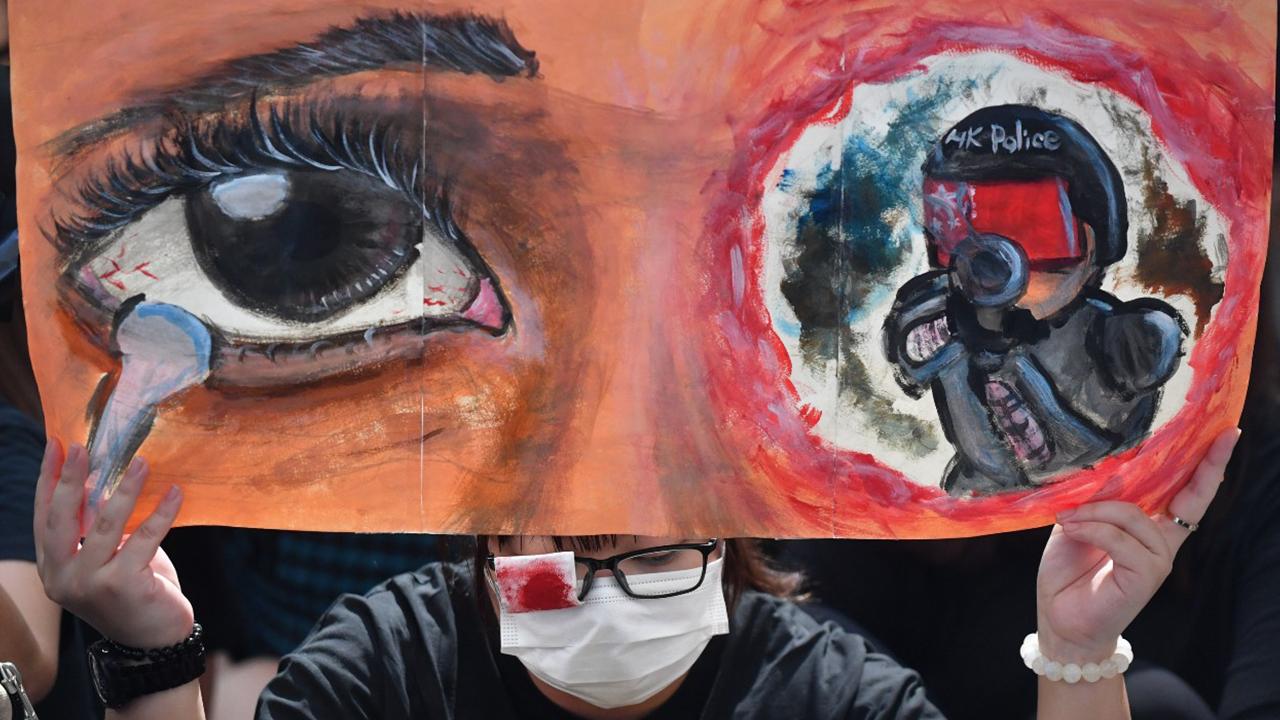 8月13日機場集會 示威者高呼「黑警還眼」(拍攝:鄧宗弘、剪接:鮑錦瑤)