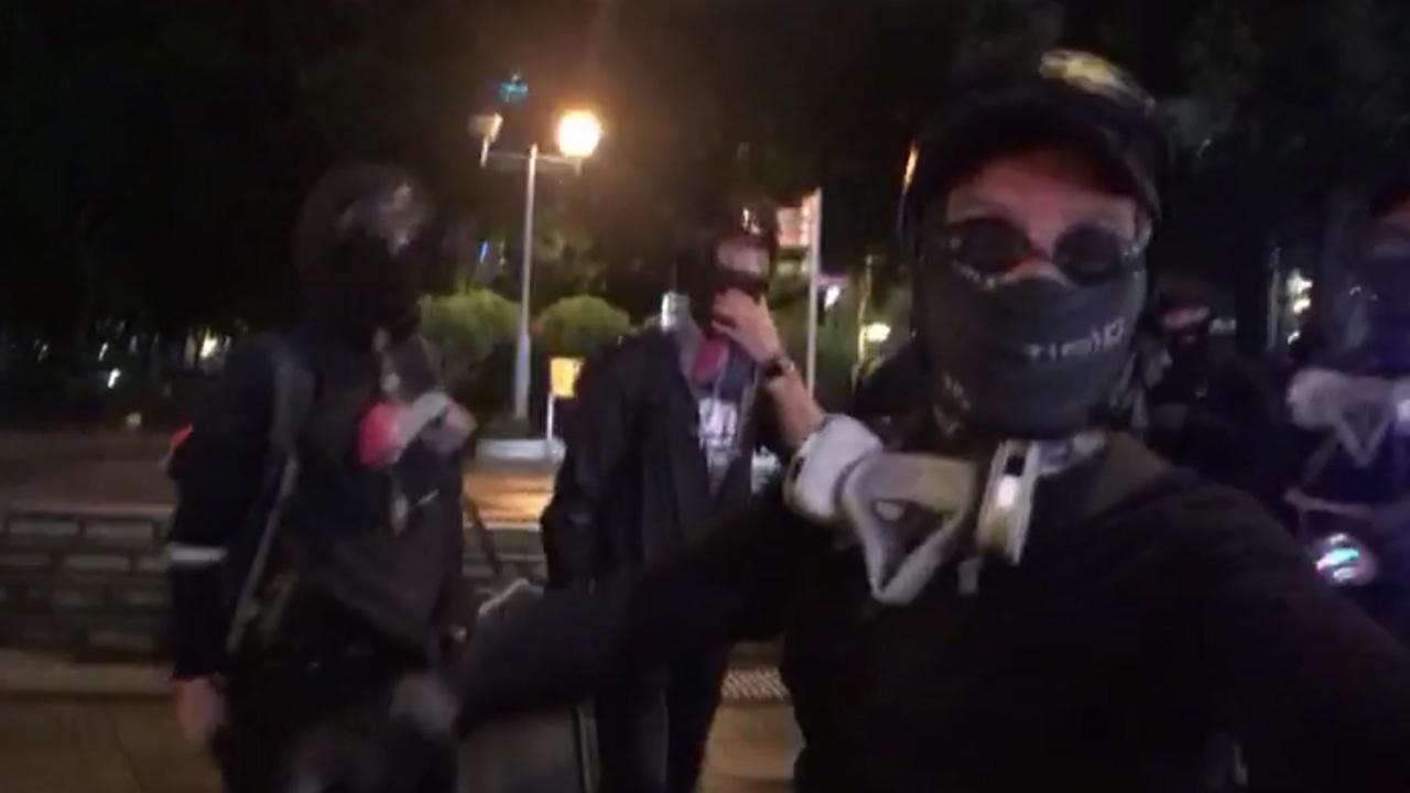8月31日晚維園疑似有警員喬裝示威者 (拍攝:何進康、剪接:陳諄䚻)