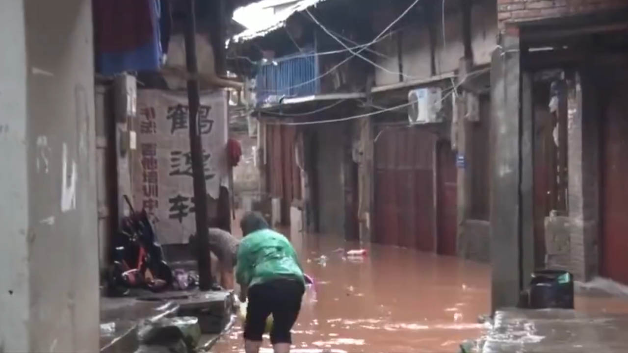 重慶暴雨 河水倒灌李市鎮2000人緊急疏散【短片】