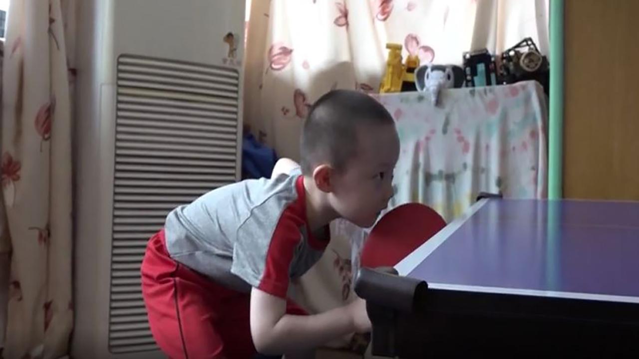 四川4歲男童自小練乒乓球 掌握十餘種擊球技巧【短片】